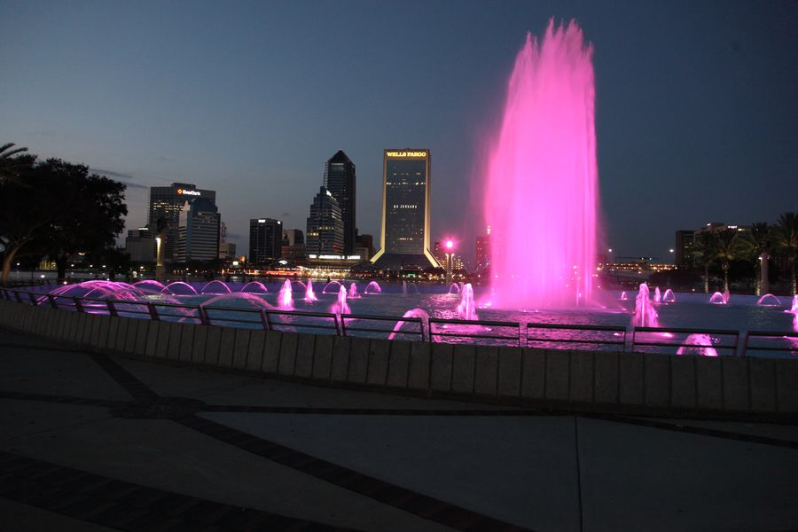 Jacksonville Friendship Fountain beleuchtet